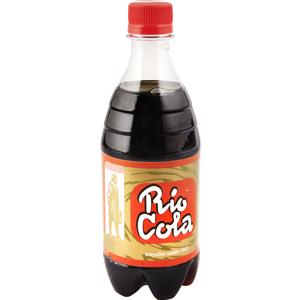 Rio Cola: En av våra klassiker från 1953 är en av de första colasmakerna som fanns i Sverige. Välstämd och fin i sin smak. Finns även som 33 & 50 cl glasflaska och 100 cl PET.