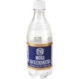 Mora Sockerdricka: En av våra klassiker med originalrecept från 1920-talet. Det är en av de första läskedryckerna och har en urskiljande sockerdrickssmak med sina toner av vanilj. Finns även som 100 cl PET.